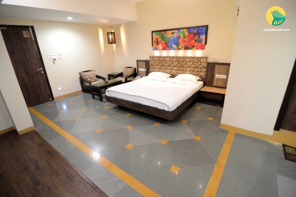 A well furnished room with all facility