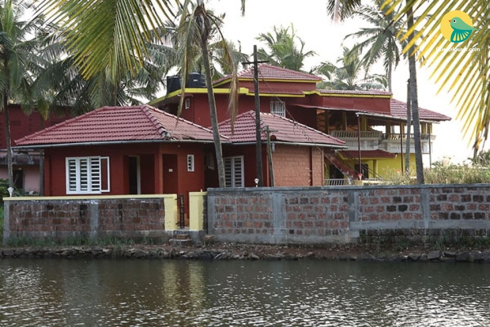 Cosy Room in Traditional Cottage by Backwaters