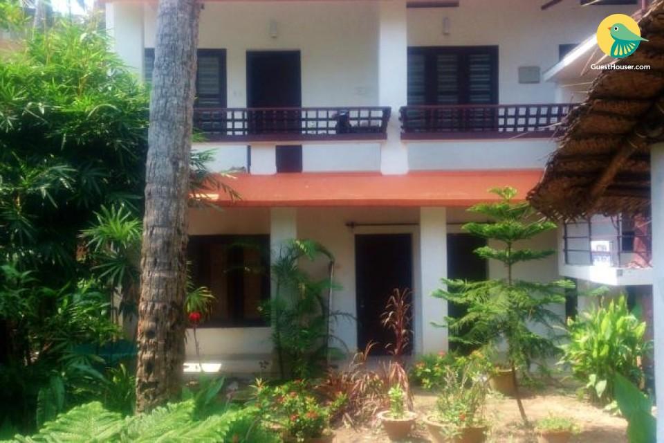 2-bedroom bungalow near Lighthouse Beach