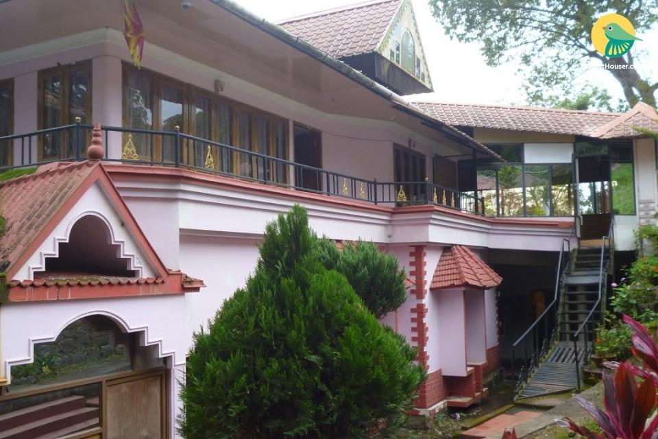 3-BR villa for nine