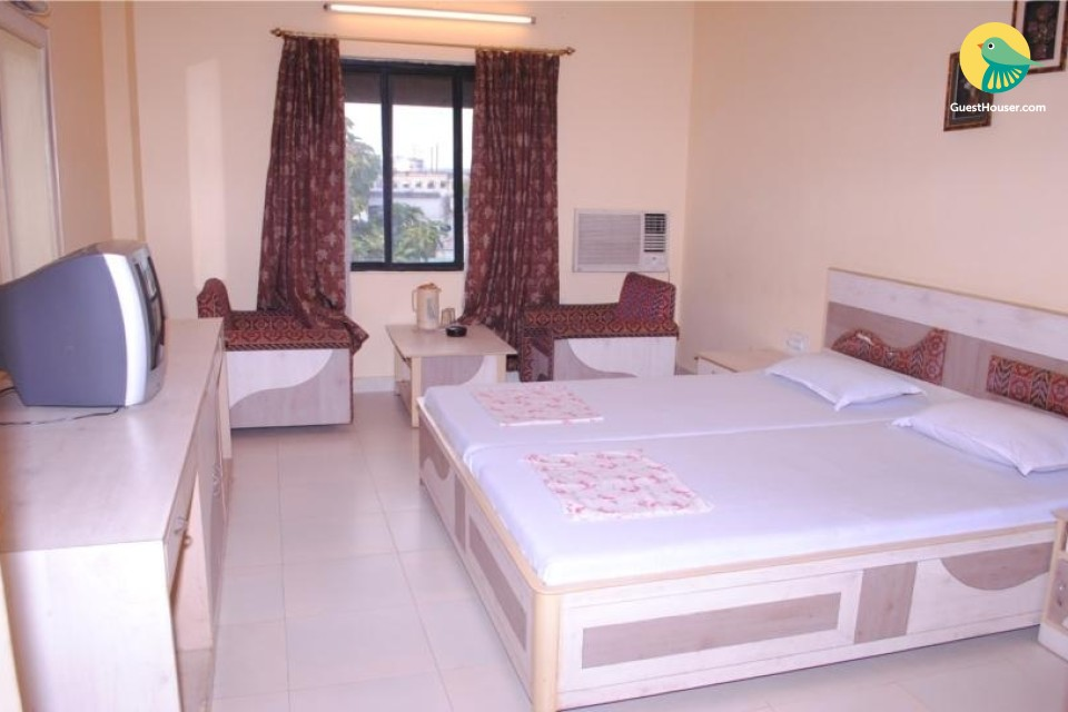 Well-appointed room in a guest house, ideal for leisure travellers