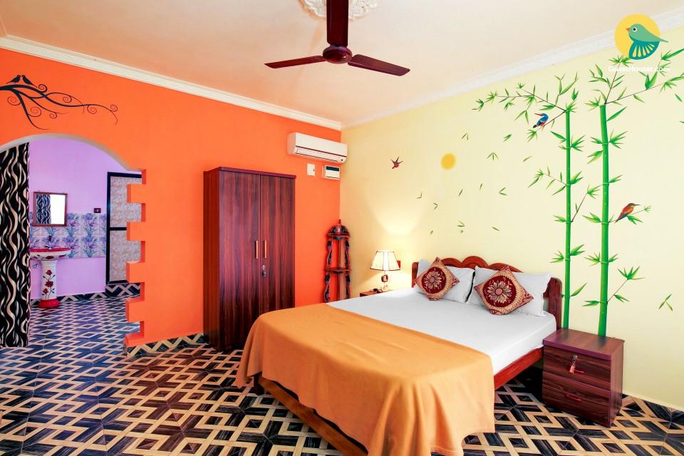 Perky 2-bedroom villa for small groups, 1 km from Agonda beach