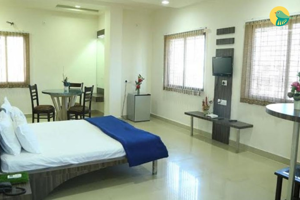 A Clean and airy room in a nice location