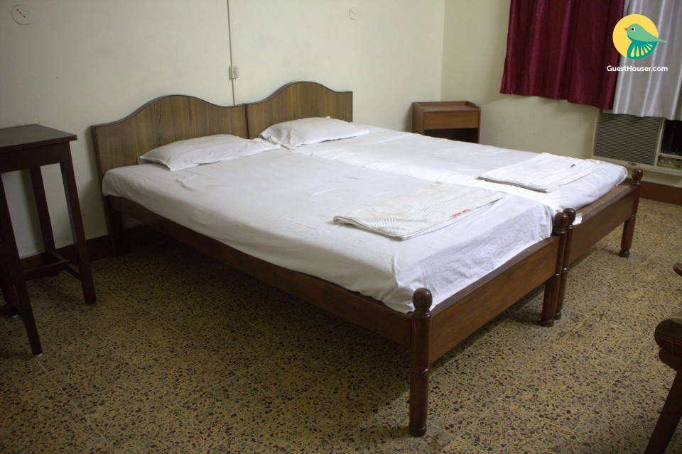 Well-furnished room for 3