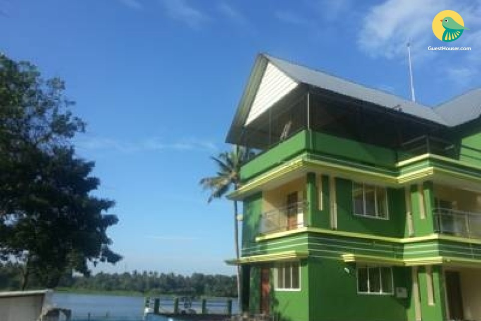 6 BR stay near River Periyar