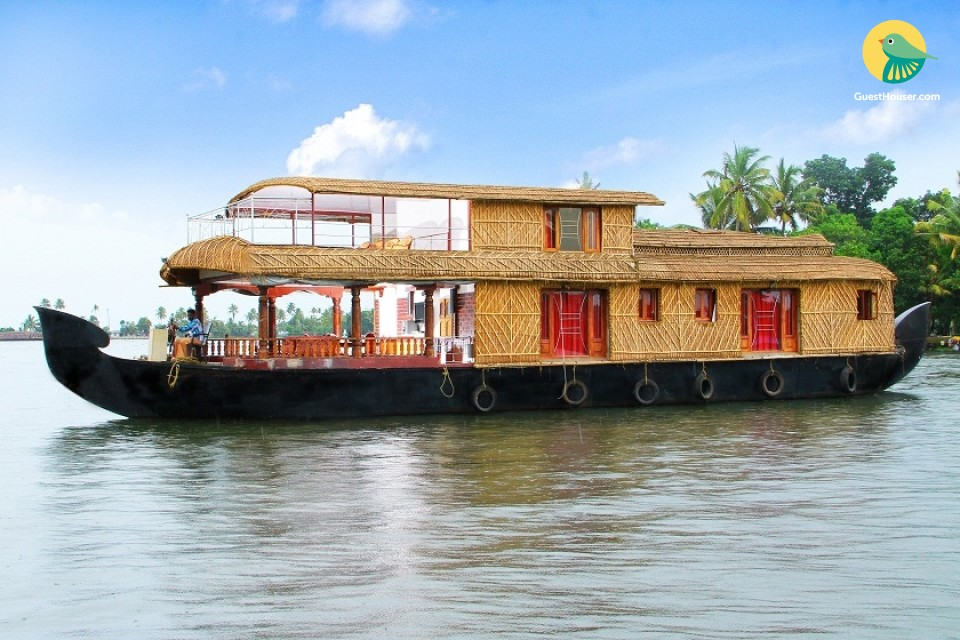 3-BR houseboat for a family getaway