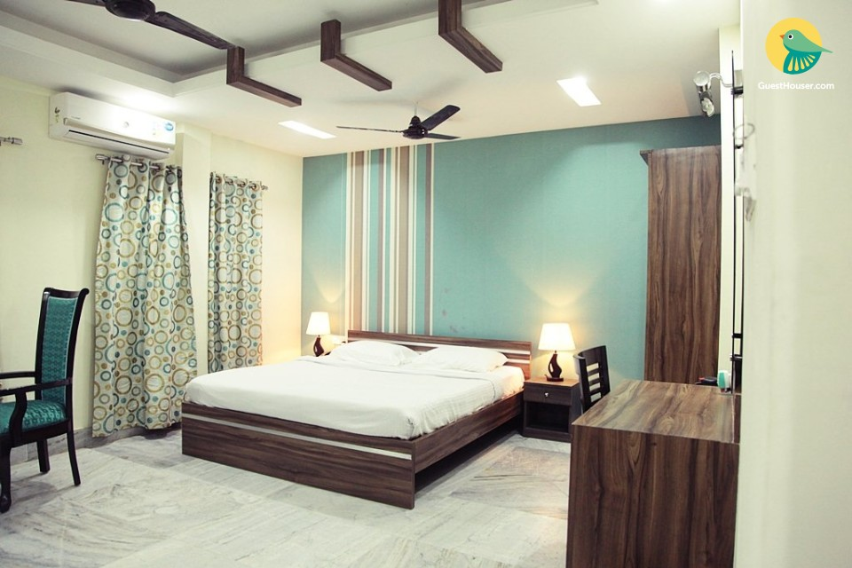 Stay in well furnished room