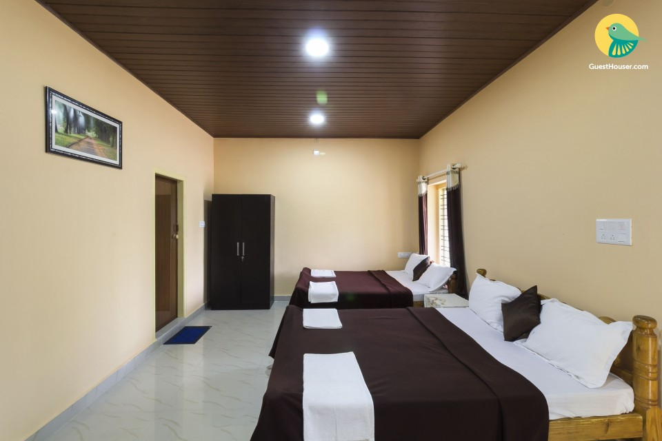 Contemporary accommodation for five, close to Makki Temple