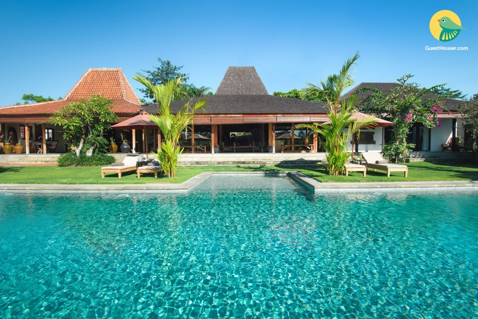 Luxurious 5 bedroom Villa With Private Pool
