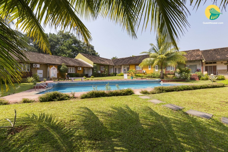 Elegant private room with a pool, close to Anjuna beach