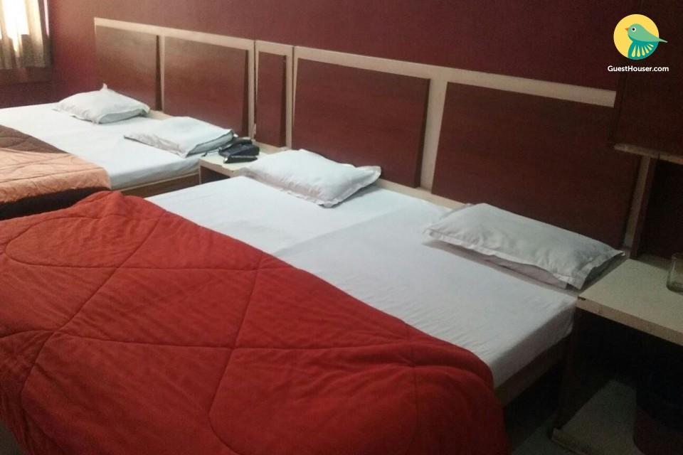 spacious rooms near hari ki paudi
