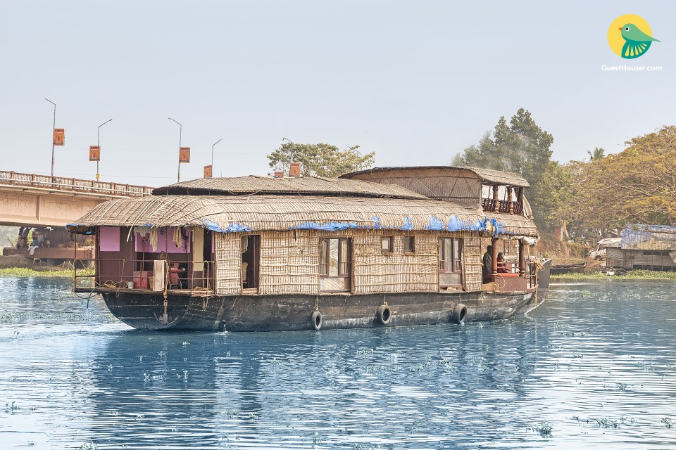 Serene houseboat retreat, ideal for solitude seekers