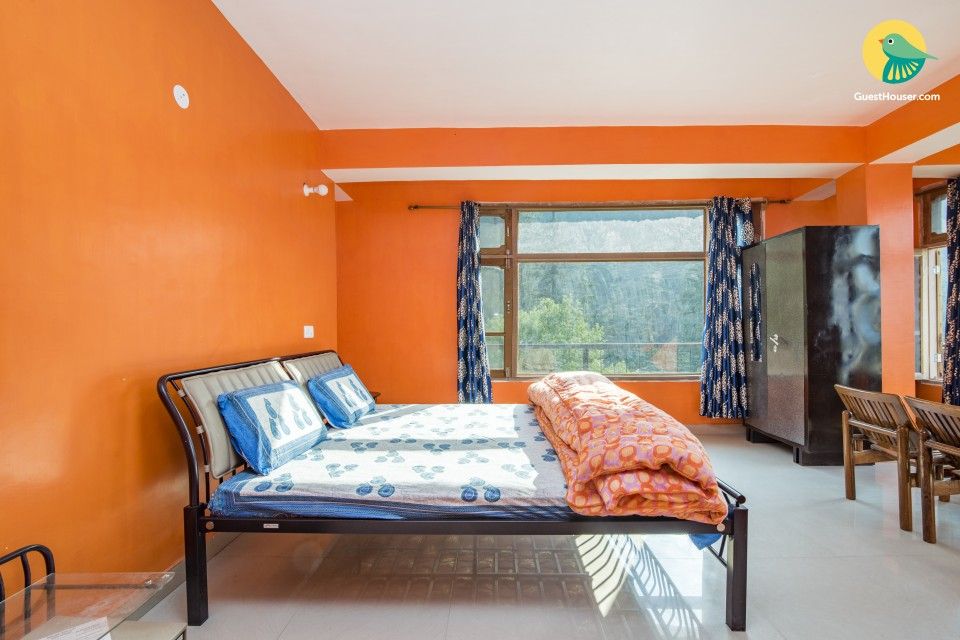 Hillside room with a scenic view, ideal for couples