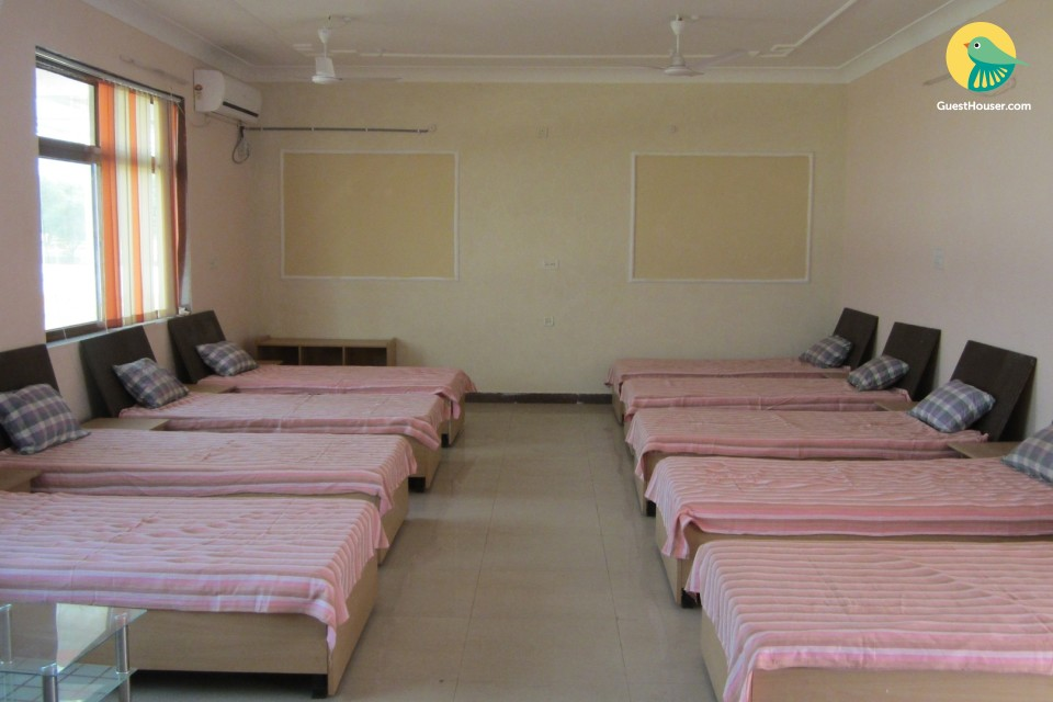 Stay in 9 bedded dorm