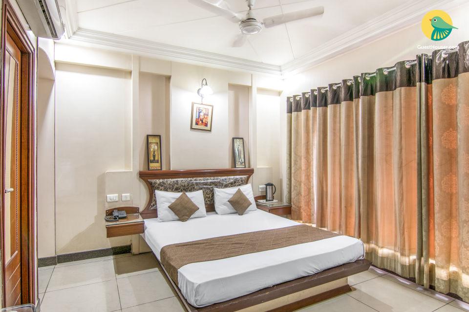 Room near Rai Ka Bag Palace