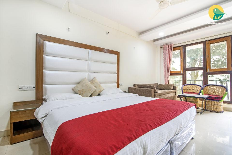 Elegant room for 4, near Naini Lake
