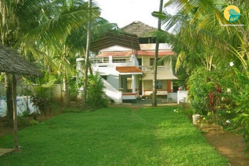 10-BR homestay with a garden, near Varkala Beach