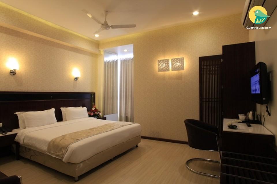 Elegant room 500 metres away from Shirdi bus station
