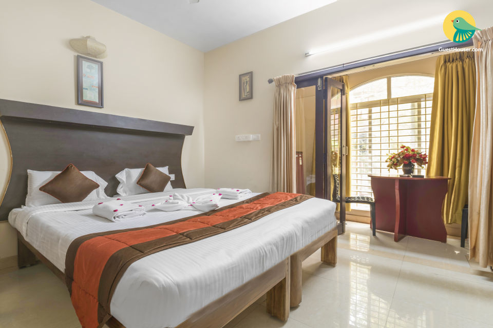 Aesthetically pleasing room for 3, near Promenade Beach