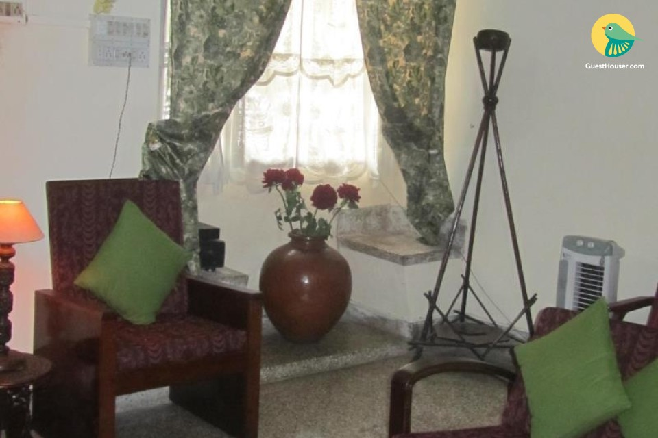 Well-furnished room for group stays
