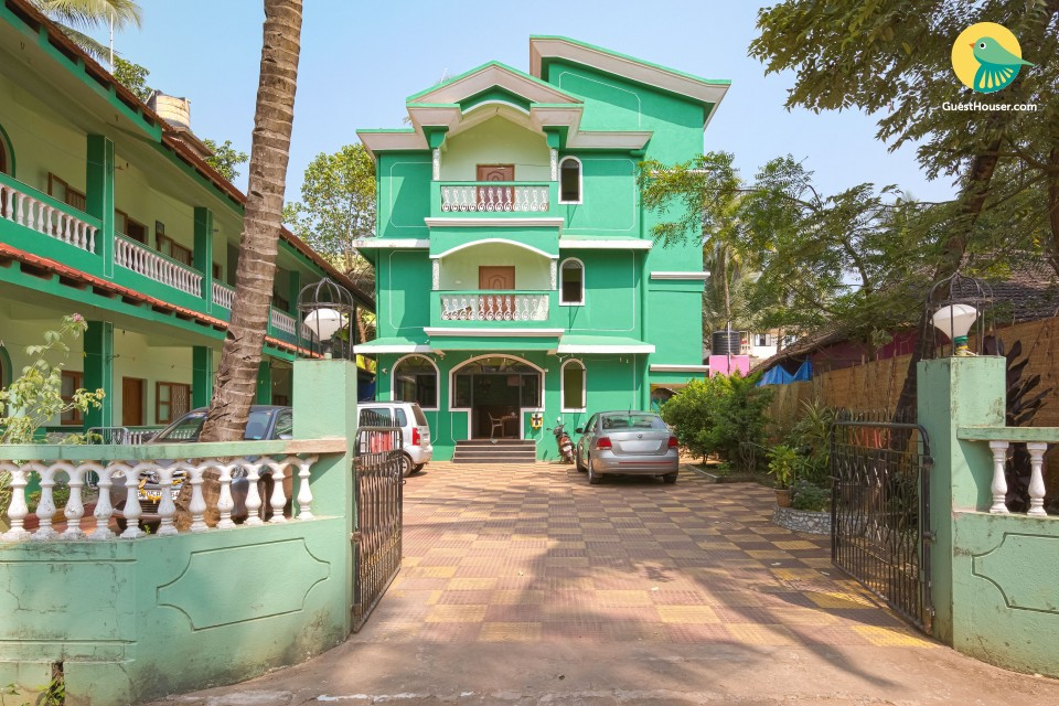 Vibrant stay for three, 700m from Benaulim Beach