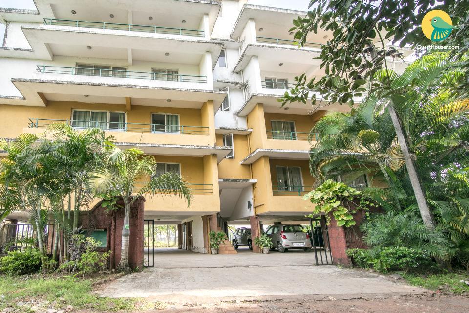 Elegant 3-BR villa for 6, 800 m from Fatrade Beach