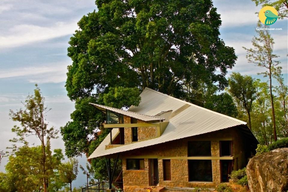 Earthy 7-bedroom accommodation