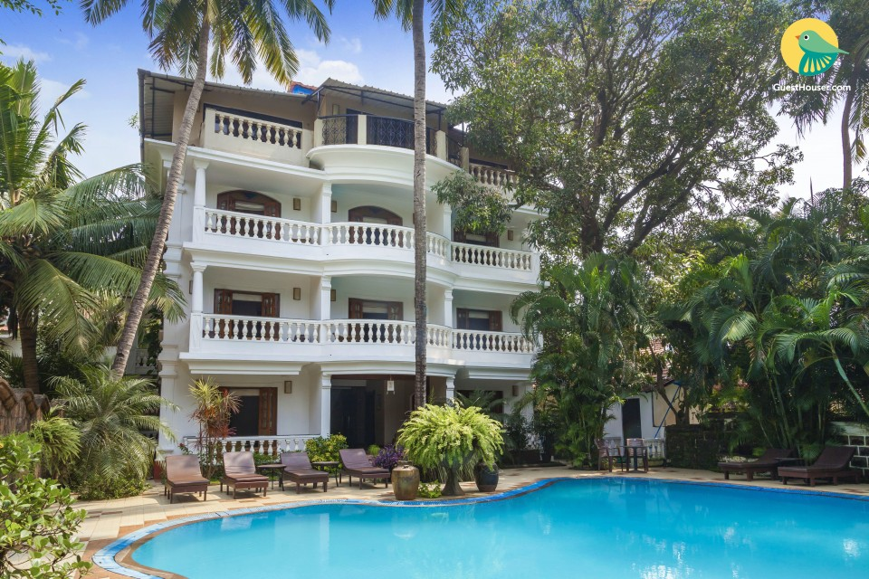 A contemporary stay for three, close to Baga beach