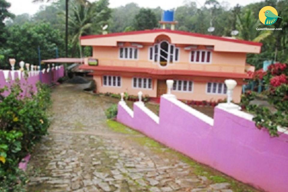 Cheerful 3-bedroom homestay, close to Badrakali Temple