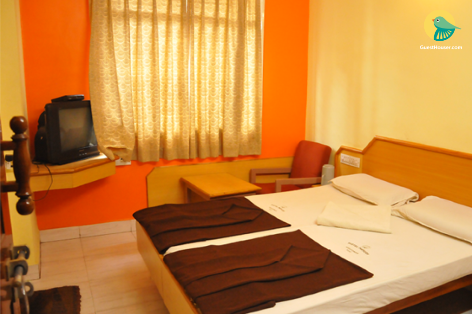 Guesthouse stay near Lal Bagh