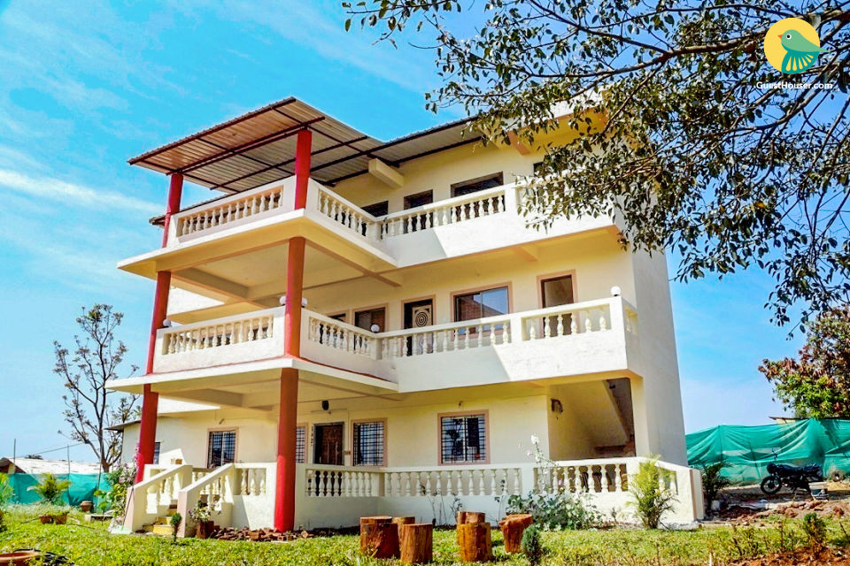 4-BR villa for twelve, 1.8 km from Dhobi Waterfall