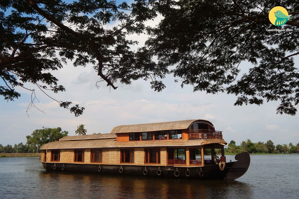 Elegantly done 4-BR houseboat ideal for a group getaway
