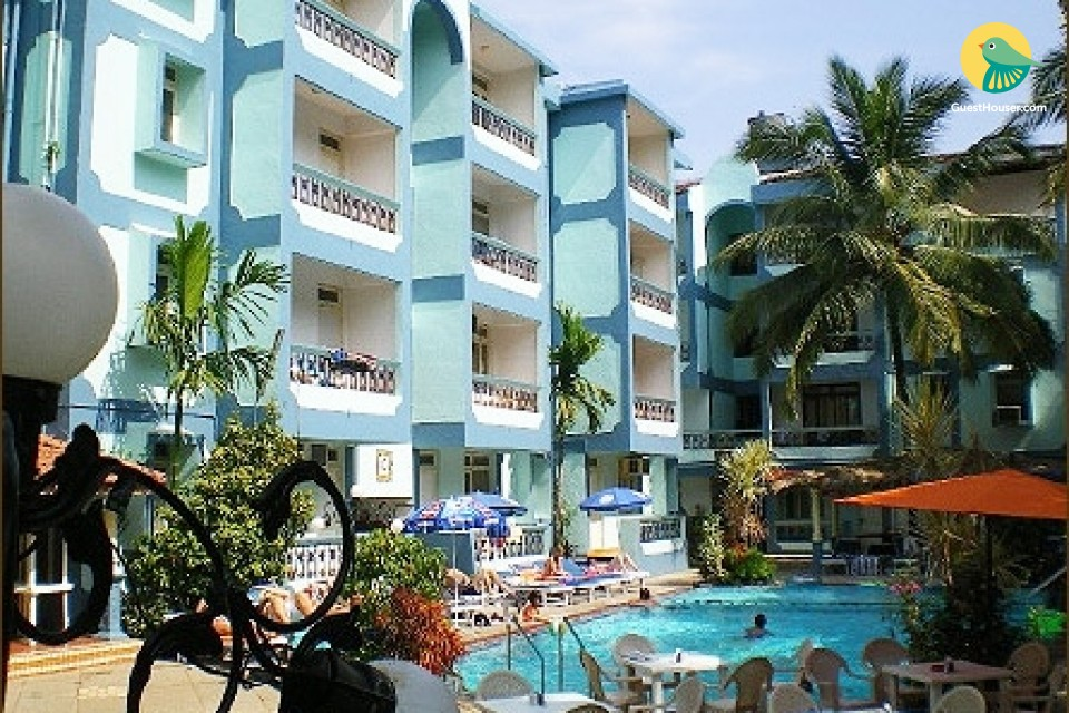 1-BR chic apartment with a pool, 1 km from Calangute Beach