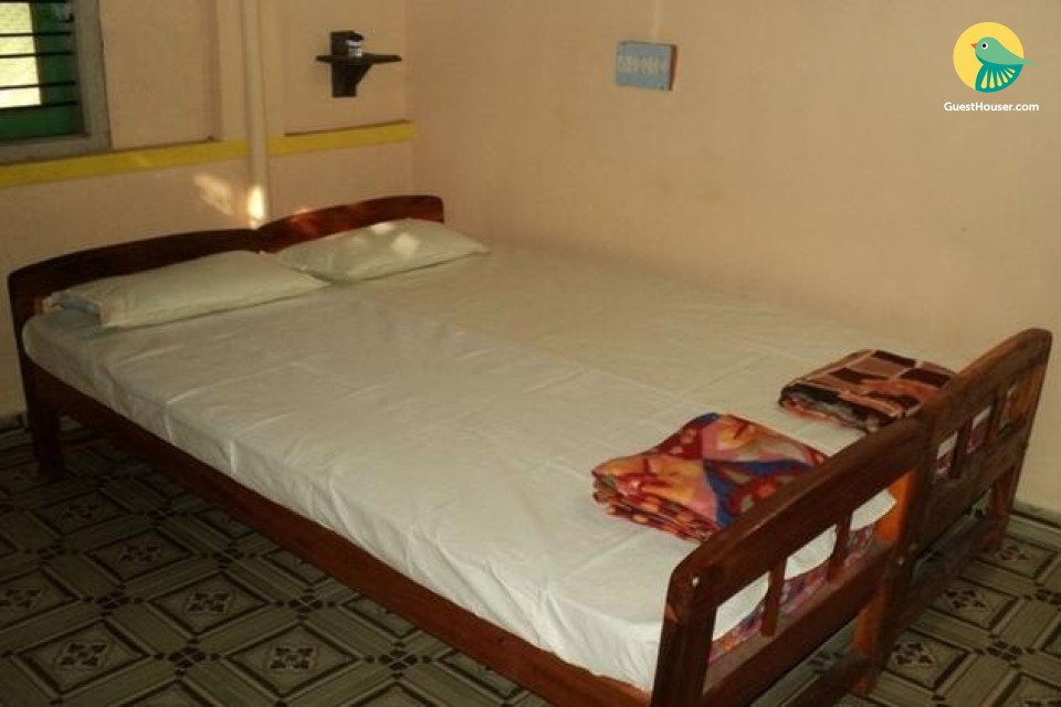 Spacious Room Available