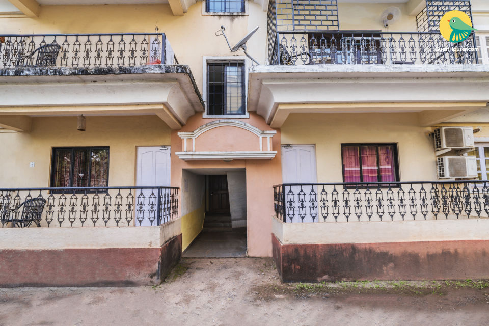 3BHK stucco-roofed Portuguese villa, 2 km from Baga beach