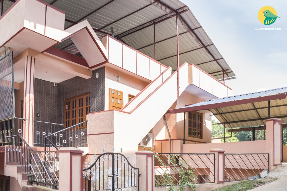 Homely abode for a family, 1.1 km from Madikeri Fort