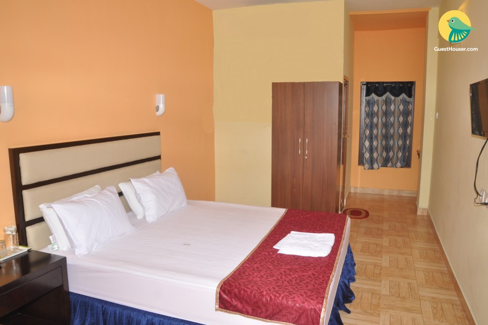 Well-appointed room in a guest house, ideal for backpackers