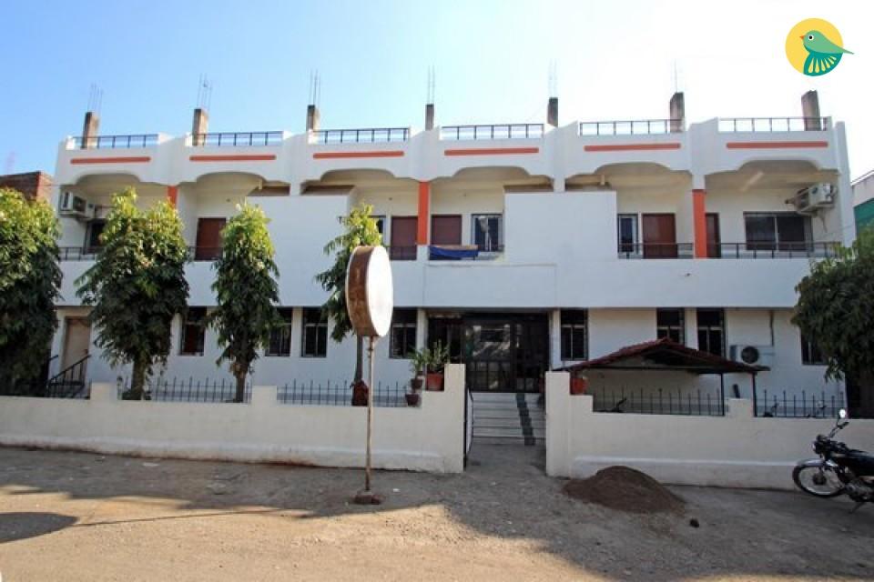 Budget room close to Aurangabad railway station