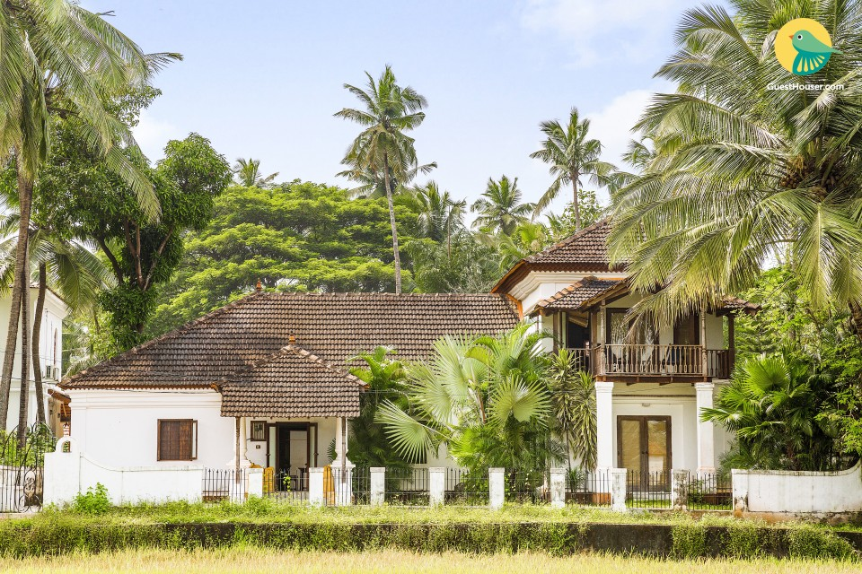 Charming vintage 4-BR pool villa, close to popular beaches