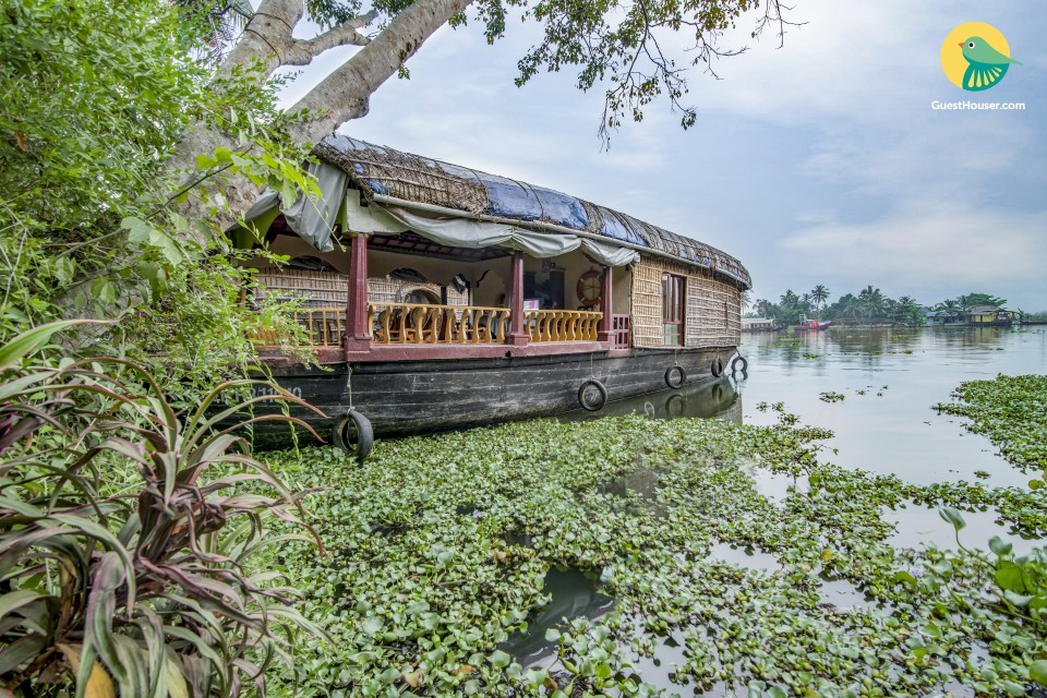 Well-furnished houseboat, ideal for a couple