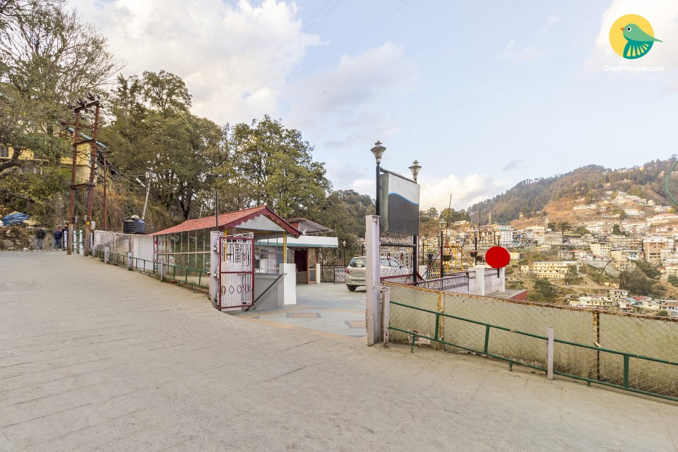 Comfy 2-bedded abode, 300 m from Landour Clock Tower