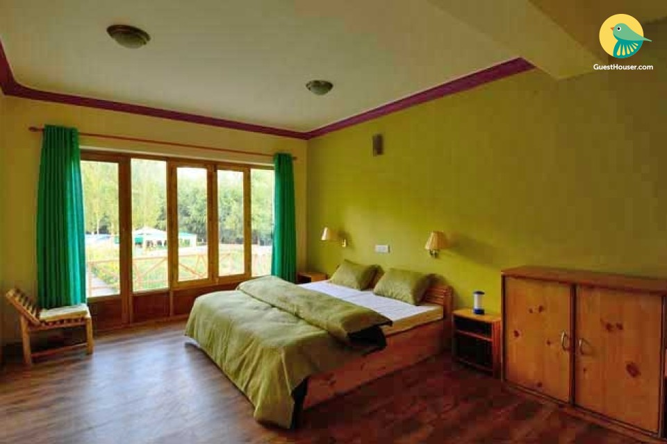 Elegant room with a vibrant touch, close to Leh Palace
