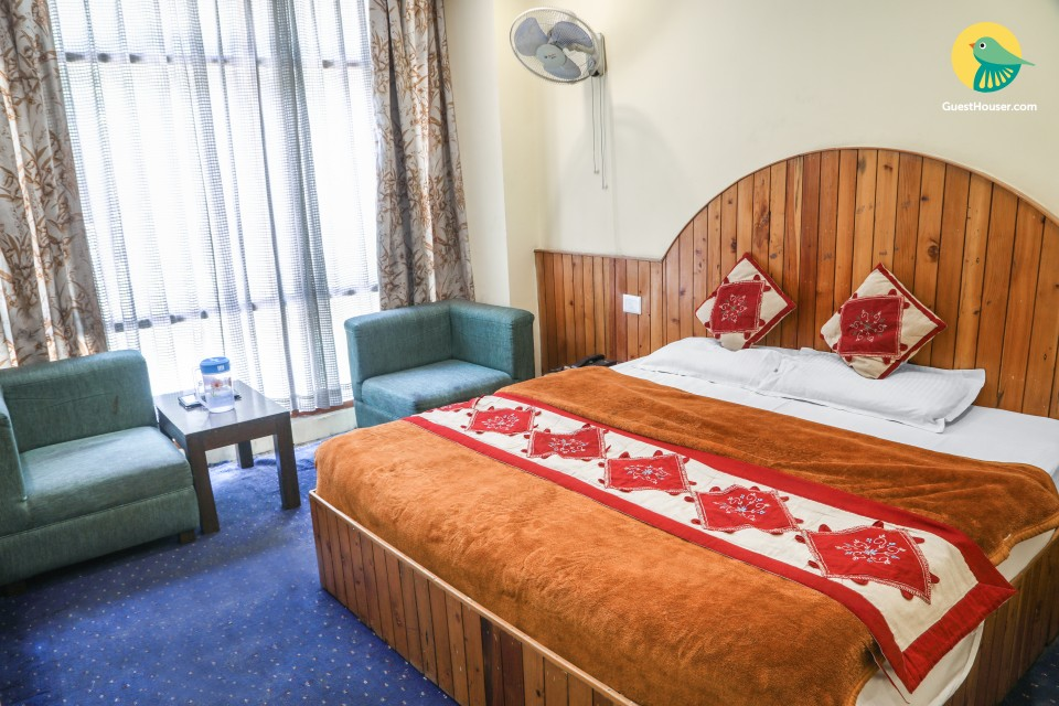 Well-appointed stay in proximity to Manali Bazaar