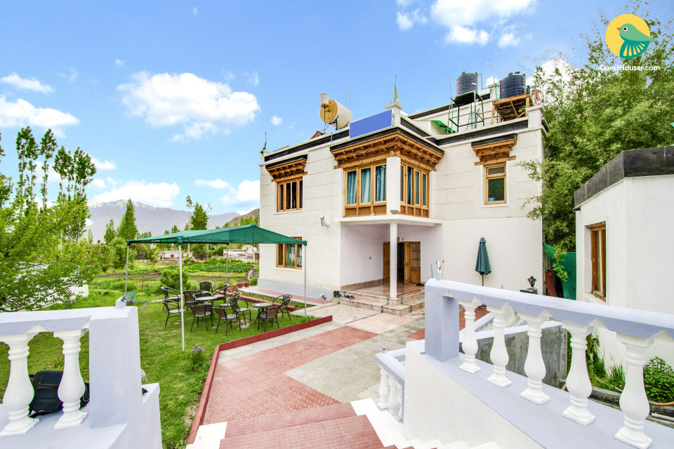 Grand 7-BR guest house, 1.1 km away from Leh Palace