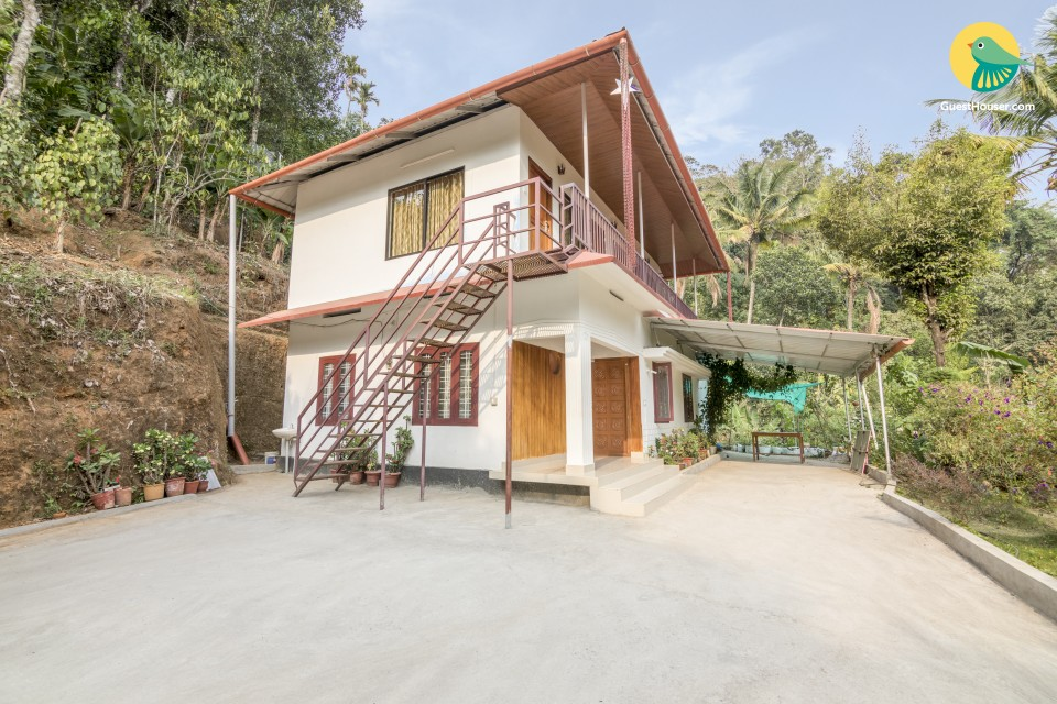 Charming abode for 3, 3.3 km from Attukad Waterfall