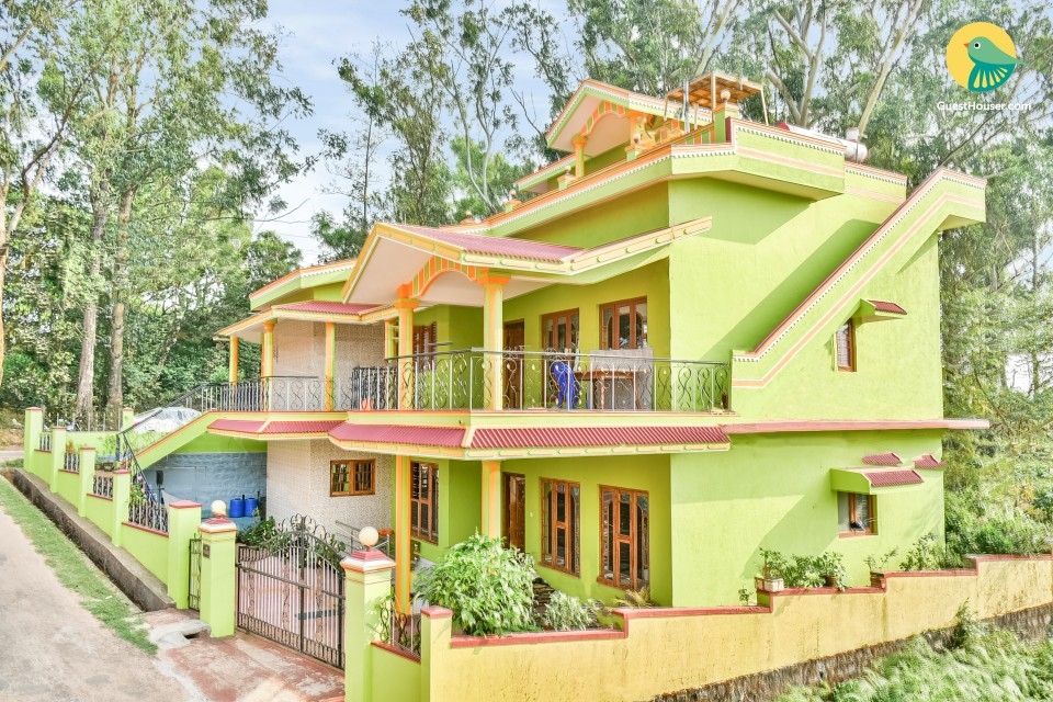 Vibrant 3-BR homestay cocooned in greenery