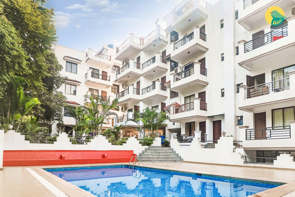 Poolside 2 BHK for a couple, 1.7 km from Vagator Beach