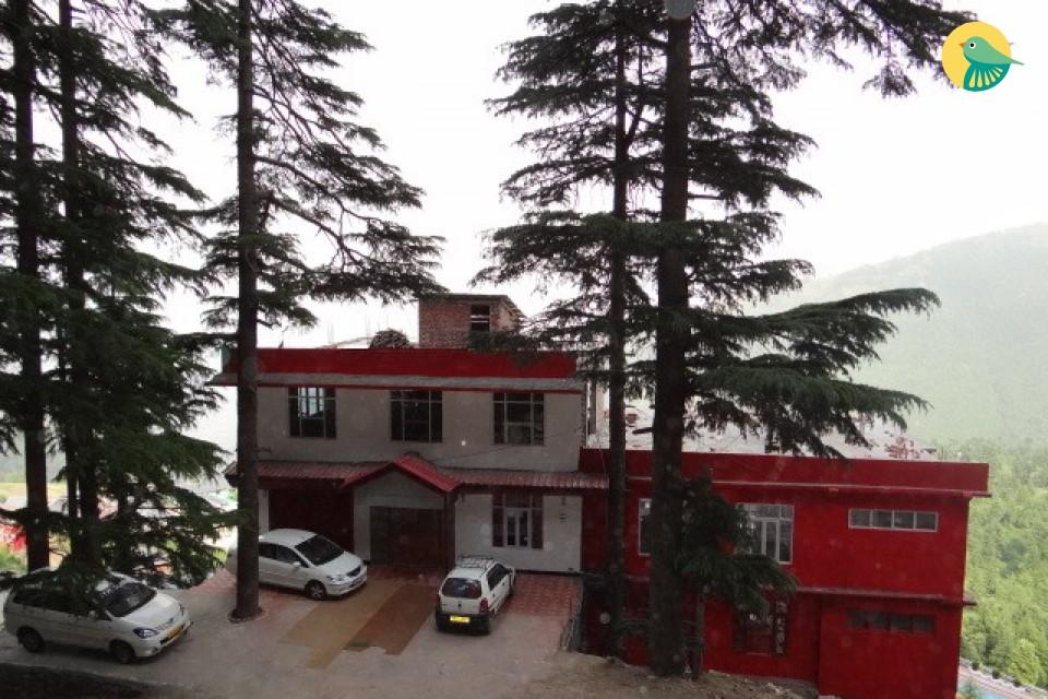 Elegant stay for 2 near Khajjiar lake