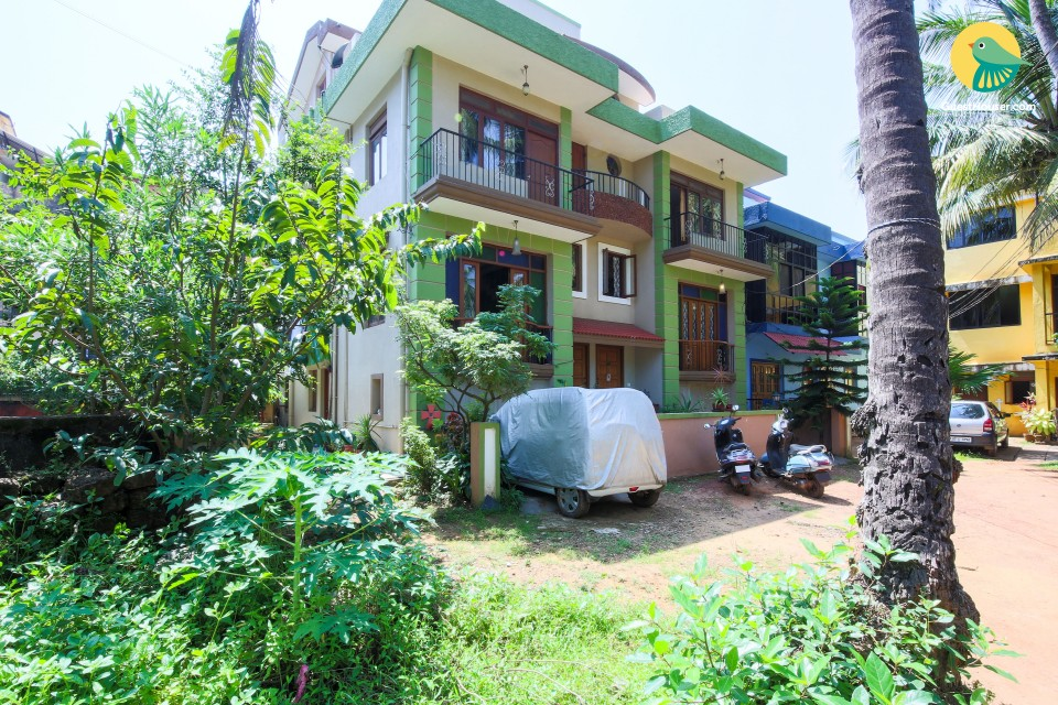 Vibrant 4-BR apartment, 1 km from Caranzalem Beach