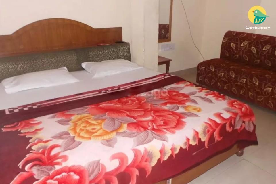 Pretty non A/C rooms to stay